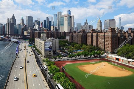 View from Manhattan Bridge to Franklin Delano Roosevelt Drive, New York City, USA