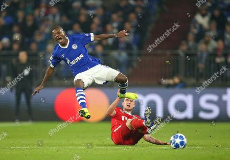 11.12.2018, Football UEFA Champions League 2018/2019, , 6. match day, FC Schalke 04 - Lokomotive Moskau, in VELTINS-Arena Gelsenkirchen. (L-R) Hamza Mendyl (Schalke)  -  Maciej Rybus (Lok Moskau)