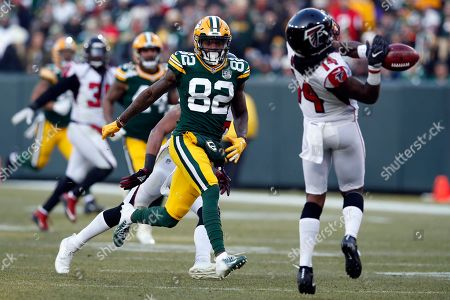 J'Mon Moore, Justin Hardy. Green Bay Packers wide receiver J'Mon Moore (82) covers on a punt as Atlanta Falcons wide receiver Justin Hardy (14) drops the ball during an NFL football game, in Green Bay, Wis. The Packers won 34-20