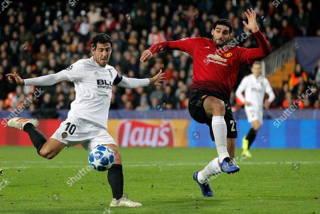 Manchester United's Marouane Fellaini (R) in action against Valencia CF's Daniel Parejo (L) during the UEFA Champions League Group H soccer match between Valencia CF and Manchester United at Mestalla stadium in Valencia, Spain, 12 December 2018.