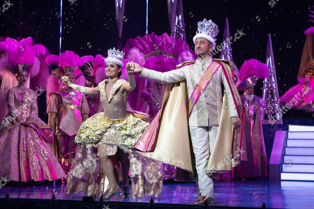 Flavia Cacace (The Queen) and Vincent Simone (The King) during the curtain call