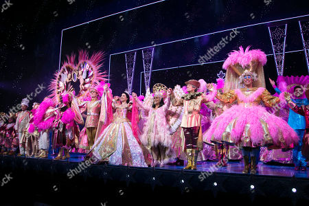 Vincent Simone (The King), Flavia Cacace-Mistry (The Queen), Paul Zerdin (Muddles), Julian Clary (The Man in The Mirror), Charlie Stemp (The Prince), Danielle Hope (Snow White), Dawn French (The Wicked Queen), Nigel Havers (The Understudy) and Gary Wilmot (Mrs Crumble) during the curtain call