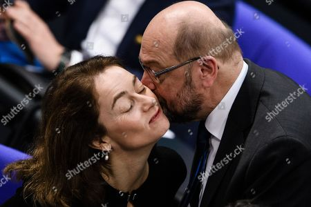 Former Social Democratic Party (SPD) chairman Martin Schulz (R) greets German Minister of Justice Katarina Barley with a kiss during a session of the German parliament 'Bundestag' in Berlin, Germany, 13 December 2018. Members of the German Bundestag gathered to discuss a motion of the CDU/CSU and SPD faction for an orderly Brexit.