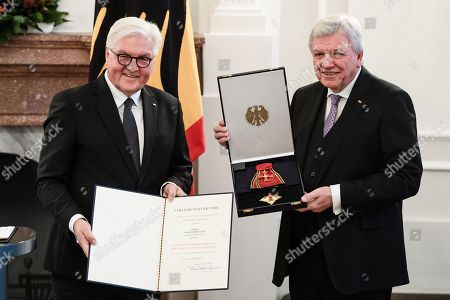German President Frank-Walter Steinmeier (L) and the Premier of the Hesse state, Volker Bouffier (R), pose with the German Order of Merit during a ceremony in Berlin, Germany, 13 December 2018. German President Frank-Walter Steinmeier during a ceremony awarded the Order of Merit to Premier of Hesse Volker Bouffier, the former Premier of North Rhine-Westphalia Hannelore Kraft, the former Premier of Mecklenburg-Western Pomerania Erwin Sellering and the former Premier of Saxony Stanislaw Tillich.
