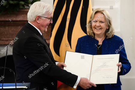 German President Frank-Walter Steinmeier (L) hands over the certificate of the German Order of Merit to former Premier of the North Rhine-Westphalia state, Hannelore Kraft (R), during a ceremony of German Order of Merit in Berlin, Germany, 13 December 2018. German President Frank-Walter Steinmeier during a ceremony awarded the Order of Merit to Premier of Hesse Volker Bouffier, the former Premier of North Rhine-Westphalia Hannelore Kraft, the former Premier of Mecklenburg-Western Pomerania Erwin Sellering and the former Premier of Saxony Stanislaw Tillich.