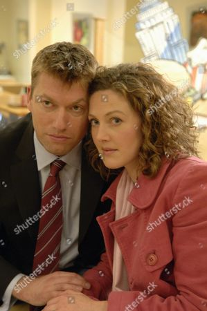 Stock Photo of 'Coronation Street'  TV - 2006 - Matt (Stephen Beckett) and Sylvia (Emma Cleasby).
