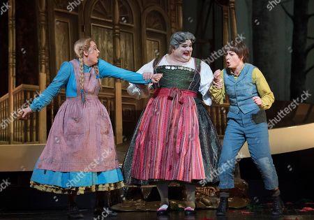 Jennifer Davis as Gretel, Gerhard Siegel as The Witch, Hanna Hipp as Hansel,
