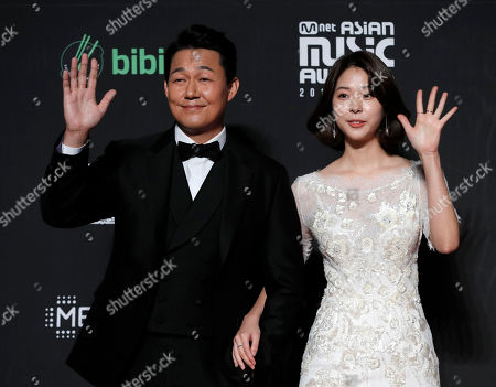 Suh Eun-su, Park Sung-woong. South Korean actress Suh Eun-su, right, and actor Park Sung-woong pose for photos on the red carpet of the Mnet Asian Music Awards (MAMA) in Hong Kong