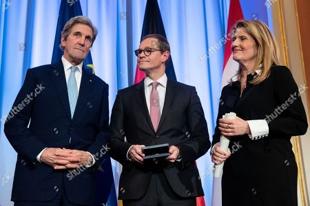 Former US Secretary of State John F. Kerry (L), Governing Mayor of Berlin Michael Mueller (C) and  Head of the ARD Capital Studio Tina Hassel (R), during an award ceremony for the Otto Hahn Peace Medal 2018 at the Rotes Rathaus in Berlin, Germany, 14 December 2018. Kerry receives the Gold Medal which is named after the German nuclear chemist and 1944 Nobel Laureate Otto Hahn, who is an honorary citizen of Berlin.