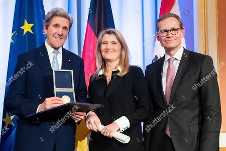Former US Secretary of State John F. Kerry (L), Head of the ARD Capital Studio Tina Hassel (C) and Governing Mayor of Berlin Michael Mueller (R), during an award ceremony for the Otto Hahn Peace Medal 2018 at the Rotes Rathaus in Berlin, Germany, 14 December 2018. Kerry receives the Gold Medal which is named after the German nuclear chemist and 1944 Nobel Laureate Otto Hahn, who is an honorary citizen of Berlin.