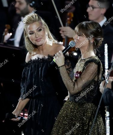 Pop singer Anastacia, left, performs with singer Alessandra Amoroso in the Paul VI Hall at the Vatican during the Christmas concert