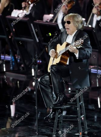 Jose Feliciano performs in the Paul VI Hall at the Vatican during the Christmas concert