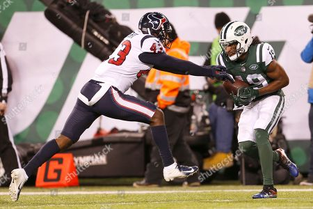New York Jets wide receiver Andre Roberts, right, makes a touchdown catch on a pass from quarterback Sam Darnold, not pictured, as Houston Texans defensive back Shareece Wright defends during the second half of an NFL football game, in East Rutherford, N.J