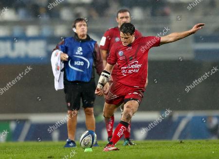 Montpellier vs RC Toulon. Toulon's Francois Trinh-Duc kicks a penalty