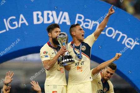 America's Paul Aguilar, center, and Oribe Peralta, left, hold their team's trophy after defeating Cruz Azul in the final Mexico soccer league championship match at Azteca stadium in Mexico City