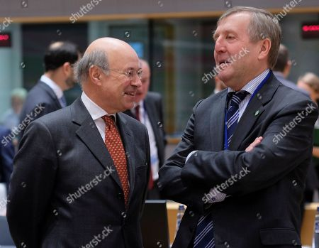 British state secretary for Rural Affairs and Biosecurity John Gardiner chats with Irish ministerfor Agriculture, Food and the Marine Michael Creed (R) during a European Agriculture and Fisheries council in Brussels, Belgium, 17 December 2018.
