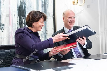 Swiss Federal Councillor Doris Leuthard (L), signs with British Secretary of State for Transport Chris Grayling (R), an Air Transport Agreement between Switzerland and the United Kingdom, in Zurich, Switzerland, 17 December 2018.