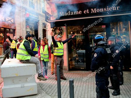 Biarritz demonstration yellow vests on the day of the arrival of