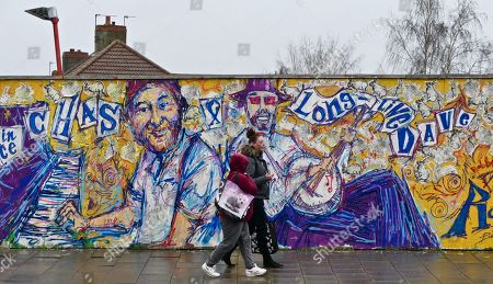 'Rest in Peace Chas and Long Live Dave' graffiti on Between Towns Road, Cowley