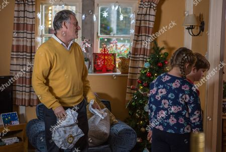 Ep 8347 Tuesday 25th December 2018  Bob Hope, as played by Tony Audenshaw, pawns his new watch but even that fails to impress when he buys the kids the wrong gifts. Can Bob get himself out of his mounting debts and grim situation?