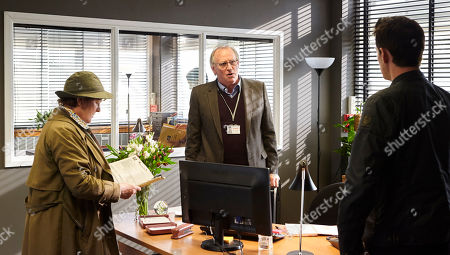 Brenda Blethyn as DCI Vera Stanhope, Peter Davison as Matthew Wells and Kenny Doughty as DS Aiden Healy.