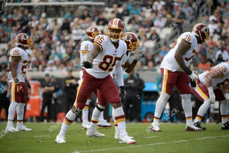 Washington Redskins tight end Vernon Davis (85) sets up for a play during the first half of an NFL football game against the Jacksonville Jaguars, in Jacksonville, Fla
