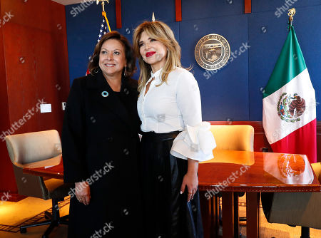 New Mexico Gov. Susana Martinez, left, and Gov. Claudia Pavlovich of Mexico's Sonora state pose for a photographer prior to signing an agreement to a cross-border plan to provide natural gas to Asia., at the Capitol in Phoenix