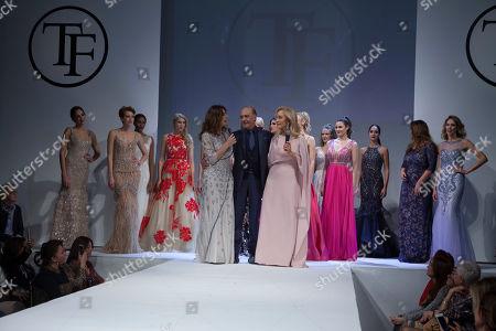 Raquel Revuelta, Carmen Lomana and models on the catwalk