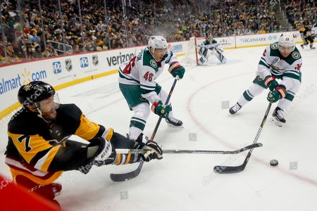 Matt Cullen, Jared Spurgeon. Pittsburgh Penguins' Matt Cullen (7) tries to control the puck as Minnesota Wild's Jared Spurgeon (46) and Jason Zucker, right, defend during the second period of an NHL hockey game, in Pittsburgh