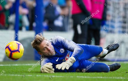 chelsea reserve keeper Robert Green warms up before the game