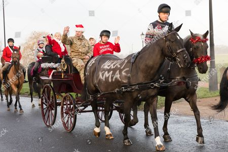 Soldiers from the King's Troop Royal Horse Artillery dressed up in Christmas  outfits for a traditional ... - Kings Troop Royal Horse Artillery Christmas Eve Stock Photos