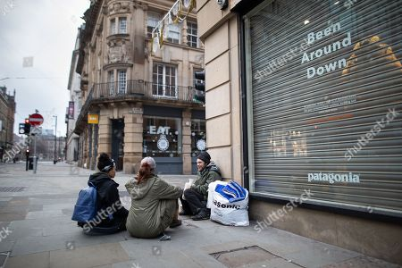 Homeless man MICHAEL BRUCE (33 from Salford) talking to two members of the public on Cross Street. Homeless people sleeping rough on the streets of Manchester City Centre on Christmas Day.