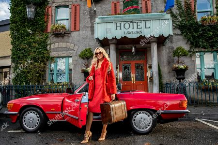 CHECKING IN! . Model and healthy lifestyle guru, Rosanna Davison, checks in to Lawlor?s of Naas Town Centre Hotel ahead of the Lawlor?s of Naas Grade 1 Novice Hurdle and Winter Ladies Day at Naas Racecourse.  . This premier race, the Lawlor?s of Naas Grade 1 Novice Hurdle, will be held at Naas Racecourse on Sunday, January 6th and is the main event on the opening card of the 2019 calendar at the Kildare track. Rosanna will help judge the Best Dressed Lady competition, where the contestants will be competing for a prize fund worth ?4,250. The theme for this year?s competition is ?fashion through time?, and contestants are encouraged to showcase their favourite timeless attire to impress the judges. The best dressed lady on the day will win a luxurious stay at Lawlor?s of Naas, ?1,500 worth of hairdressing and accessories from Alan Keville for Hair, and a ?1,500 voucher from the Residence Spa in Naas. For more information or to purchase tickets or hospitality tickets see www.naasracecourse.com