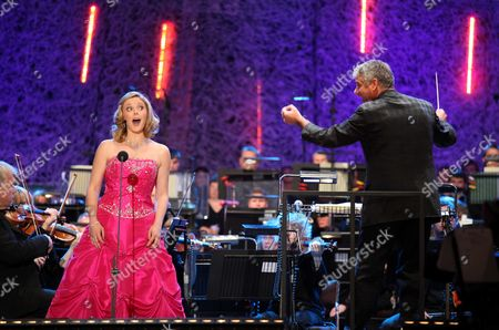 Soprano Elin Manahan Thomas and National Orchestra for Wales conductor Grant Llewellyn.