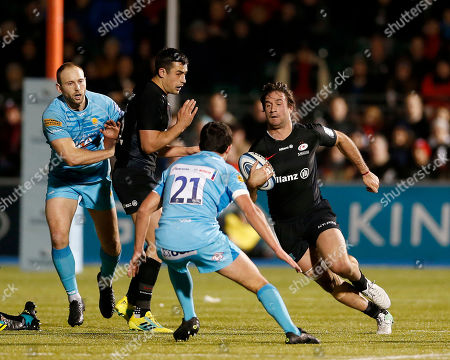 Marcelo Bosch of Saracens runs at Jonny Arr of Worcester