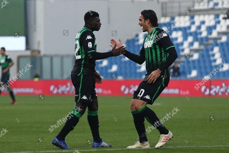 Sassuolo's Alfred Duncan  jubilates with his teammate Alessandro Matri after scoring the first goal during the Italian Serie A soccer match US Sassuolo vs Atalanta BC at Mapei Stadium in Reggio Emilia, Italy, 29 December 2018.