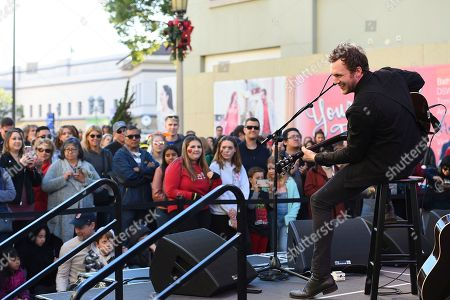 """American Idol winner Phillip Phillips and Dole Packaged Foods' """"Let Sunshine In, Drive Hunger Out"""" spokesperson performs for fans at Live on Green! on in Pasadena, Calif"""