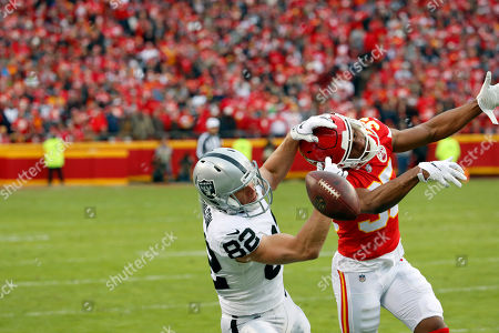 Kansas City Chiefs cornerback Charvarius Ward (35) breaks up a pass intended for Oakland Raiders wide receiver Jordy Nelson (82) during the first half of an NFL football game in Kansas City, Mo