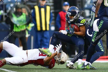 Arizona Cardinals linebacker Joe Walker (59) tackles Seattle Seahawks wide receiver Tyler Lockett (16) during a game between the Arizona Cardinals and the Seattle Seahawks at CenturyLink Field in Seattle, WA. The Seahawks defeated the Cardinals 27-24
