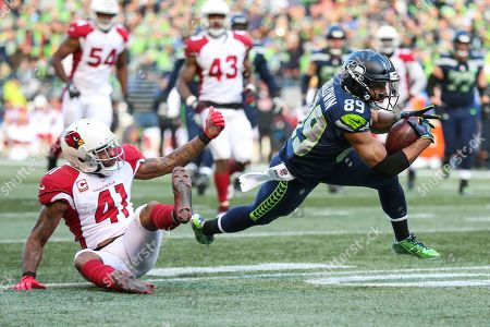 Arizona Cardinals safety Antoine Bethea (41) tackles Seattle Seahawks wide receiver Doug Baldwin (89) during a game between the Arizona Cardinals and the Seattle Seahawks at CenturyLink Field in Seattle, WA. The Seahawks defeated the Cardinals 27-24
