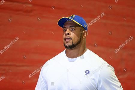 Los Angeles Rams offensive guard Rodger Saffold #76 before the NFL San Francisco 49ers vs Los Angeles Rams at the Los Angeles Memorial Coliseum