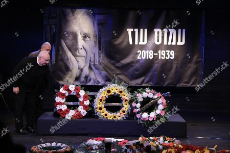 Hemi Peres (L), the son of late Israeli Prime Minister Shimon Peres, places a wreath at the coffin of Israeli author Amos Oz during a memorial service at the Tzavta Theater in Tel Aviv Israel, 31 December 2018. Amos Oz, an award-winning Israeli writer, published 40 books in his career and his works have been translated into 45 different languages. Oz died at the age of 79 after suffering from cancer on 28 December 2018.