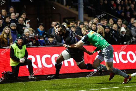 Vereniki Goneva of Newcastle Falcons beats Mike Brown of Harlequins to score. Newcastle Falcons v Harlequins in The Gallagher Premiership at Kingston Park on Saturday January 5th 2019