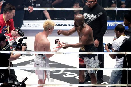 US former boxer Floyd Mayweather Jr. (C-R) hands over a trophy he received to Japanese kickboxer Tenshin Nasukawa (C-L) after an exhibition boxing match during the RIZIN.14 mixed martial arts event at Saitama Super Arena in Saitama, north of Tokyo, Japan, 31 December 2018.