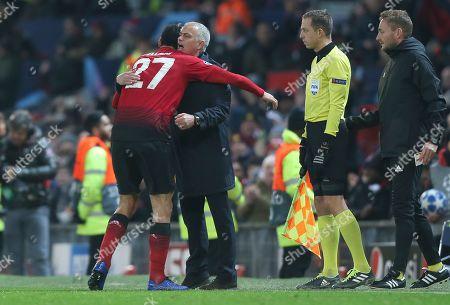 Marouane Fellaini of Manchester United celebrates winning goal with Manchester United manager Mourinho