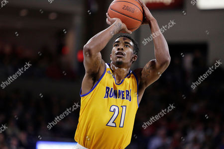 Cal State Bakersfield forward Greg Lee (21) shoots a free throw during the first half of an NCAA college basketball game against Gonzaga in Spokane, Wash