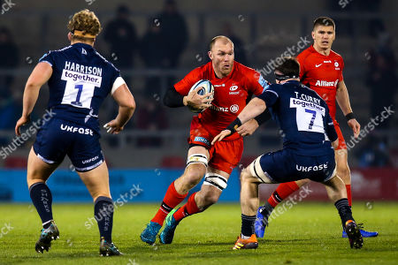 Schalk Burger of Saracens takes on Tom Curry of Sale Sharks