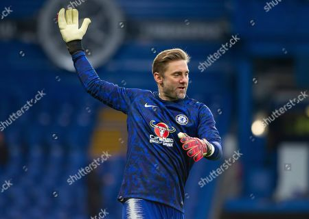 Chelsea reserve keeper Robert Green warms up