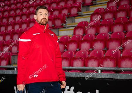 Scarlets vs Dragons. Scarlets' Tom Price arrives