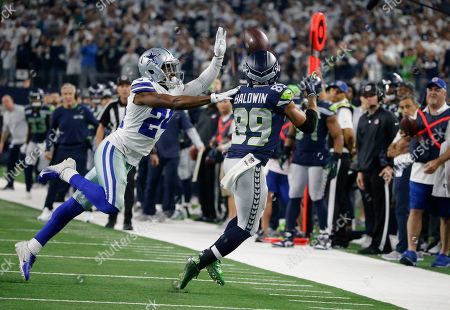 Seattle Seahawks wide receiver Doug Baldwin (89) prepares to make the catch against Dallas Cowboys cornerback Chidobe Awuzie (24) during the second half of the NFC wild-card NFL football game in Arlington, Texas